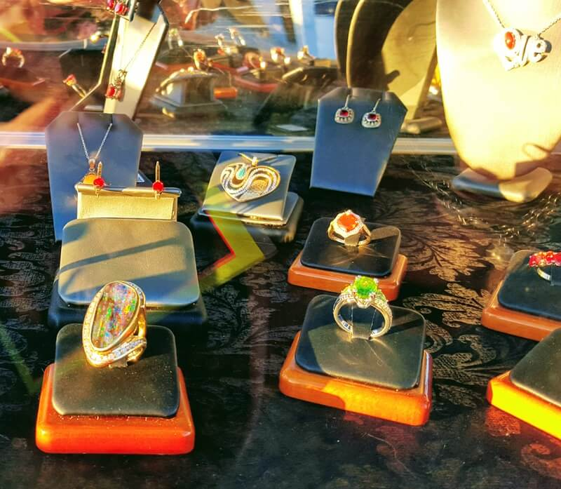 Beautiful Designs in Opal, Fire Opal and other gems.