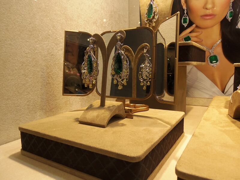 At TAKAT an earring is a work of art - from the front or the back