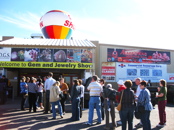 The JOGS Gem & Jewelry Show is very busy, with over 40,000 visitors each year!