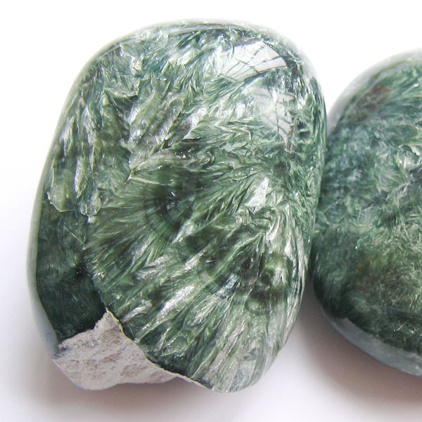 Polished seraphinite