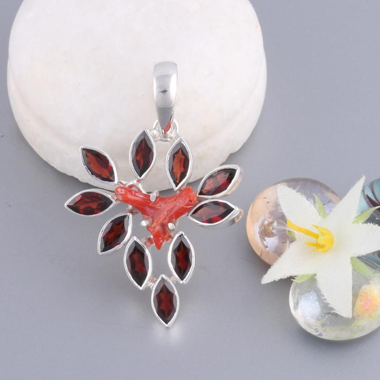 Red Coral pendant with Garnet